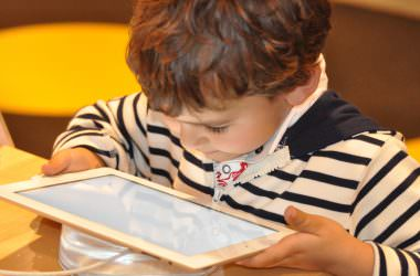 Sådan skaber du gode medievaner for mindre børn (4-8 årige)